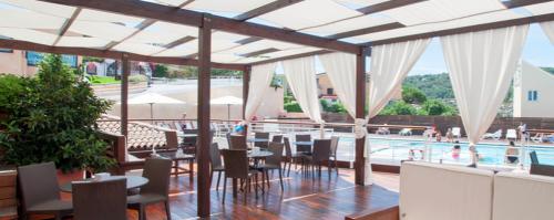 Bar-lato-piscina-1004x400