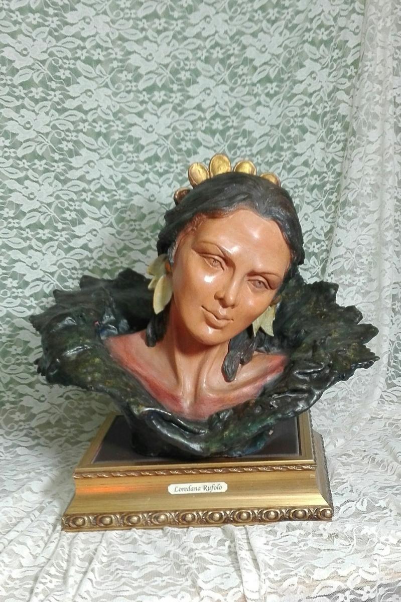 2001 scultura in terracotta dipinta su base oro  40x405